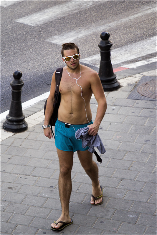 this tourist shows how hot and humid it is in Tel Aviv in August.