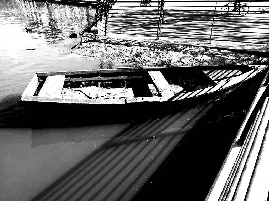 Boat in Park Leumi.jpg