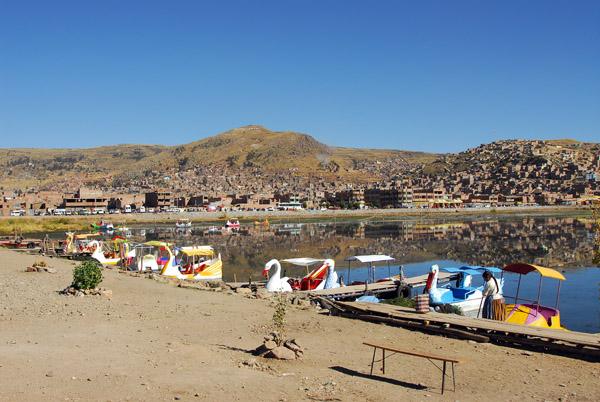 Kiddle peddle boats along Lake Titicaca, Puno