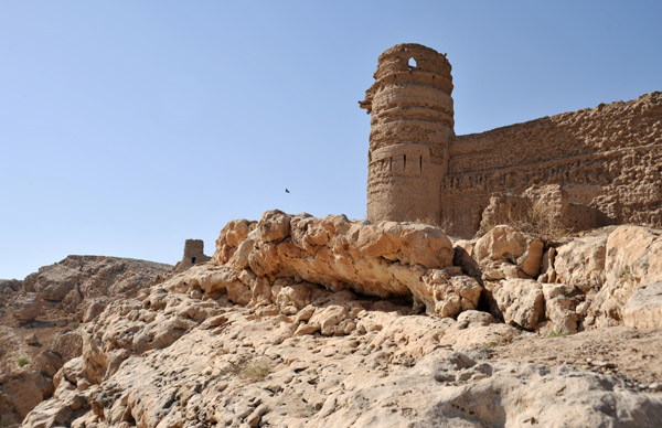 Outer wall and tower along the cliff of Al Selaif