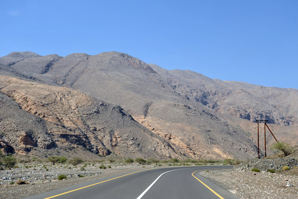 The road through Wadi Al Aala
