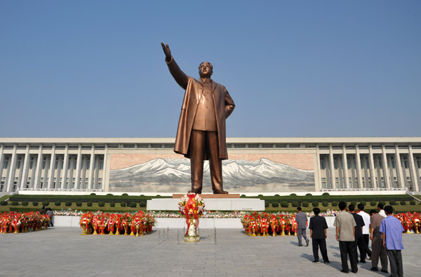 North Koreans expect foreigners to offer their respects to Kim Il Sung