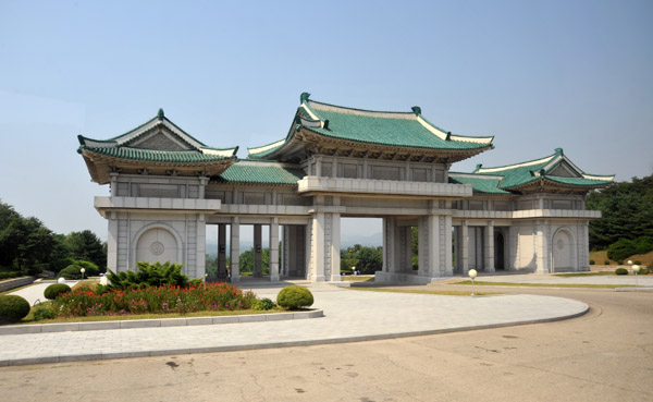 Gate to the Revolutionary Martyrs Cemetary, Pyongyang