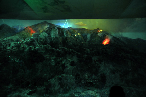 The diorama in action, Victorious Fatherland Liberation War Museum