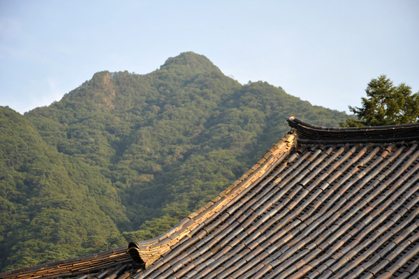 Tile roof of the Manse Pavilion, Pohyon Temple