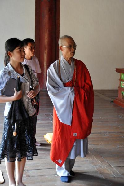 Korean Buddhist monk guiding us through Taeung Hall