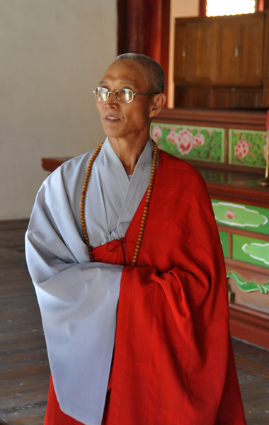 Korean Buddhist Monk in the DPRK, Pohyon Temple