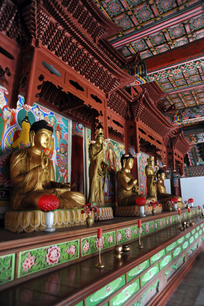 Buddhas lined up in Taeung Hall, Pohyon Temple