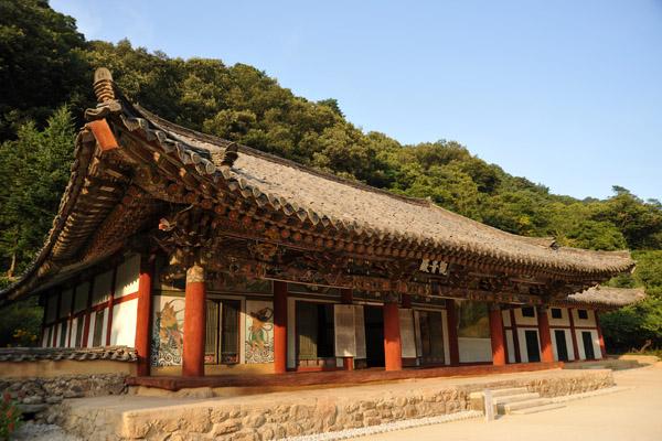 Kwanum Hall, the oldest surviving building at Pohyongsa