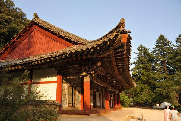 Kwanum Hall, built in 1449, National Treasure #57