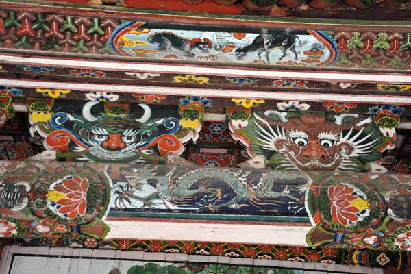 Dragons and guardians, Kwanum Hall