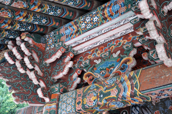 Carved roof beams, Ryongsan Hall, Pohyon Temple