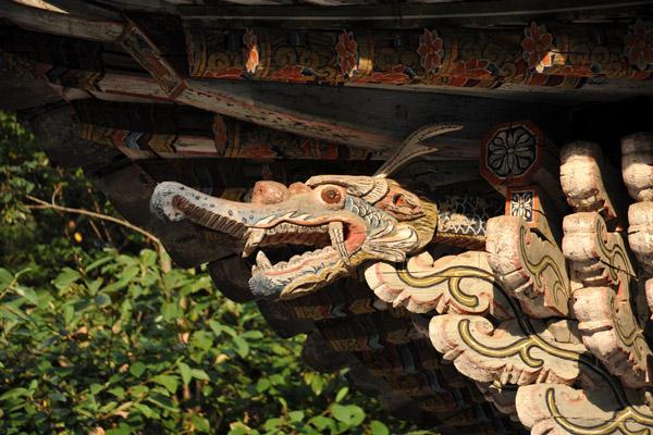 Roof carving detail, Suchung Shrine stele pavilion