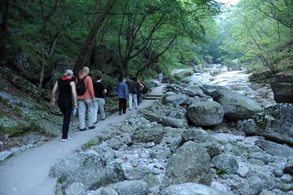 On the Sangwon Hermitage trail in the fading light