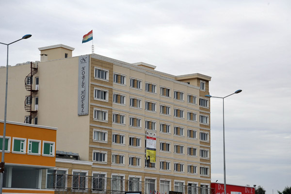 Noble Hotel flying the flag of Iraqi Kurdistan, Ainkawa