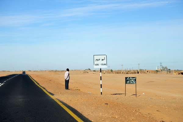 Northern Highway on the West Bank of the Nile passing Abu Dom