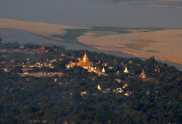 Shwezigon Paya, Bagan, Burma (Myanmar)