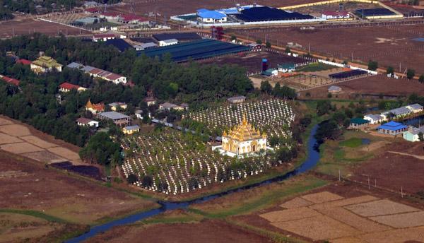 Temple north of Yangon Airport (N16 59.48/E096 10.11)