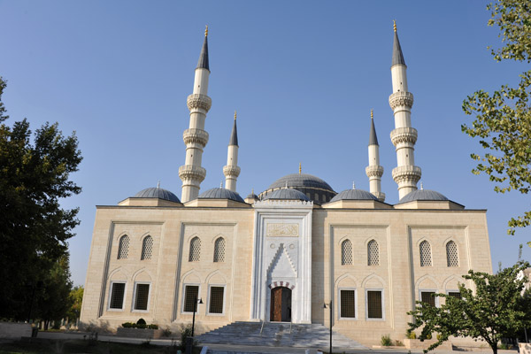 The mosque is named after Ertuğrul, the father of Sultan Osman I, founder of the Ottoman Empire
