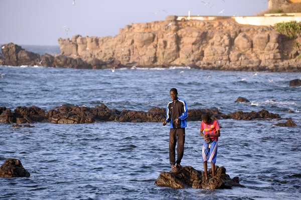 Fishing from a rock with just a line, Les Almadies, Cap-Verte
