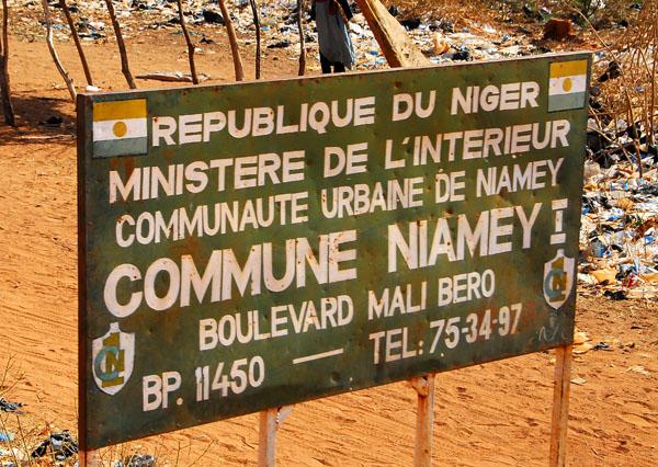 Approaching Nigers capital, Niamey - Boulevard Mali Bero