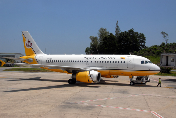 Royal Brunei A319 V8-RBR at Bandar Seri Begawan