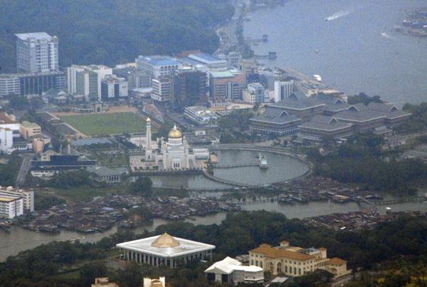 Bruneis famous Sultan Ali Saifuddin Mosque, Bandar Seri Begawan
