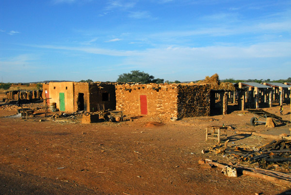 Village along the Bandigara-Mopti road