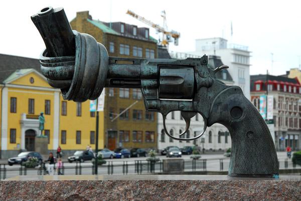 Carl Fredrik Reuterswärd sculpture Non Violence 1985 Malmö