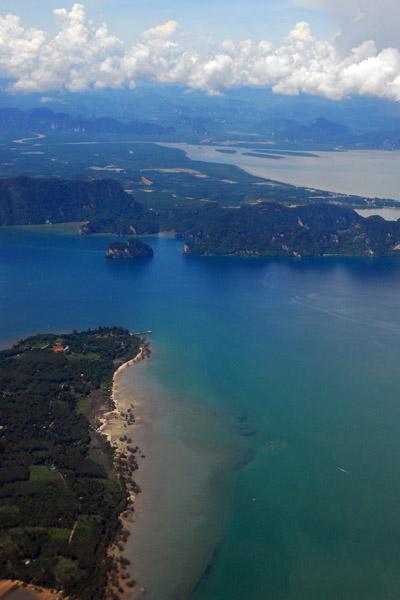 Overflying Ko Mak Noi, looking east to Ko Ham, Ko Chong Lat Tai and Luk Bay