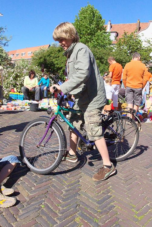 Boud selling bicycle