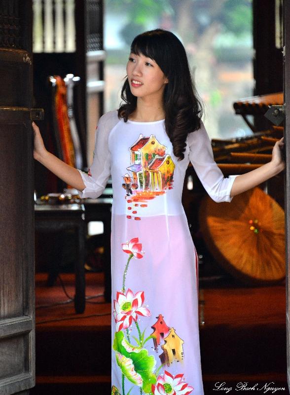 girl in Ao Dai, Temple of Literature, Hanoi, Vietnam