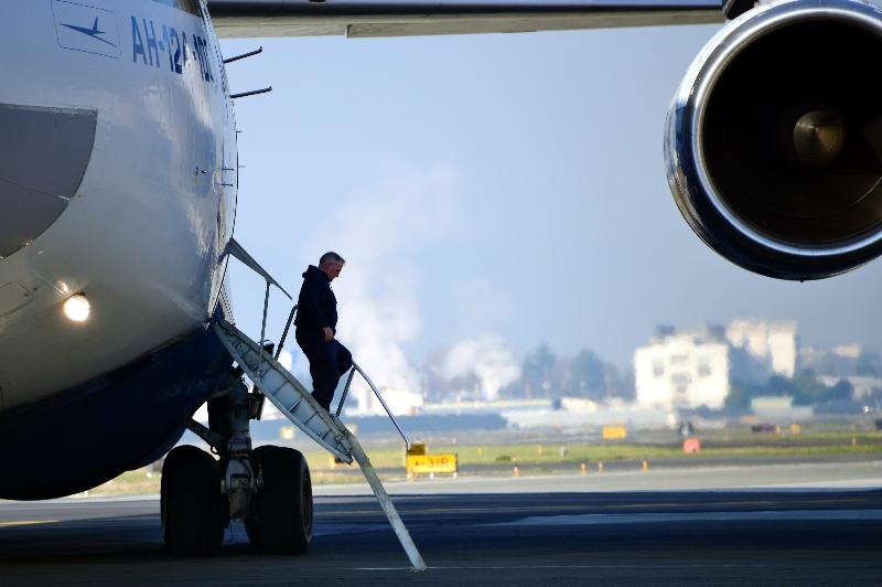 crew member, AH-124 Cargo Plane, Clay Lacy Aviation, Boeing Field, Seattle