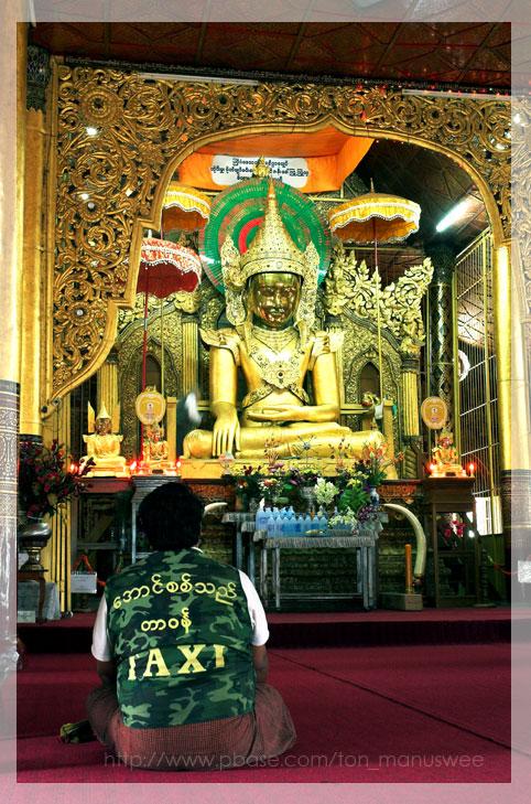 Maha Myat Muni at Wat mahamuni