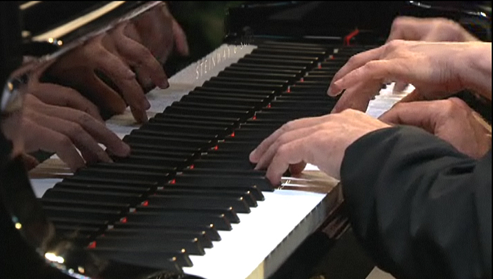 Kovacevich, Argerich, 4-hand Mozart 2 - delightful