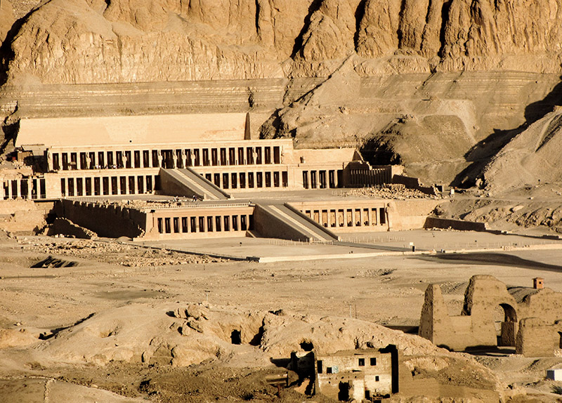 Hatshepsut temple from hot-air balloon, zoomed in from another photo