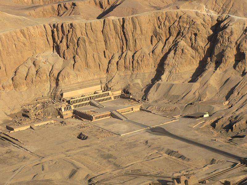 Hatshepsut temple, zoomed in a bit