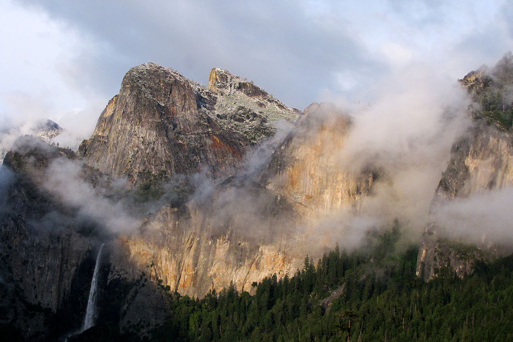 Clearing storm, closer up, at Yosemite,Tunnel View.  7:22 pm. SX10  #2634
