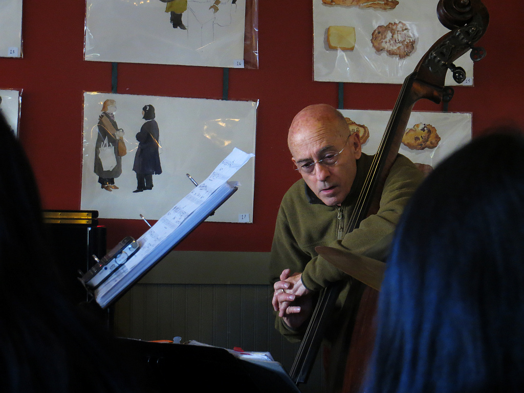 Jazz at Cheeseboard, iso800, 125mm-equiv. 0562, 1/30s