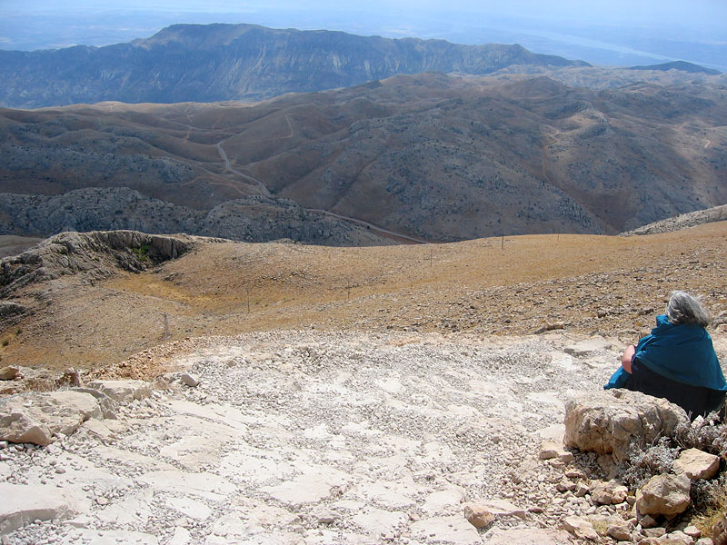 Resting on the way up to the large tumulus<br>Antiochos I built to commemorate himself.