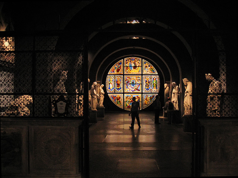 Museo Del Duomo - restored <a href=http://tinyurl.com/379prx target=_blank><u>origl rose window</u></a>
