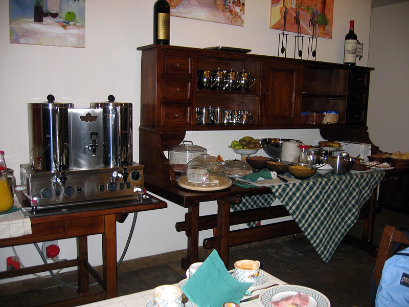 Breakfast at <a href=http://tinyurl.com/y4yff4 target=_blank> Borgo Grondaie</a> hotel next morn