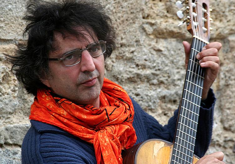 Felix Manye Rodriguez, musician inVolterra, Italy - Videoclip below