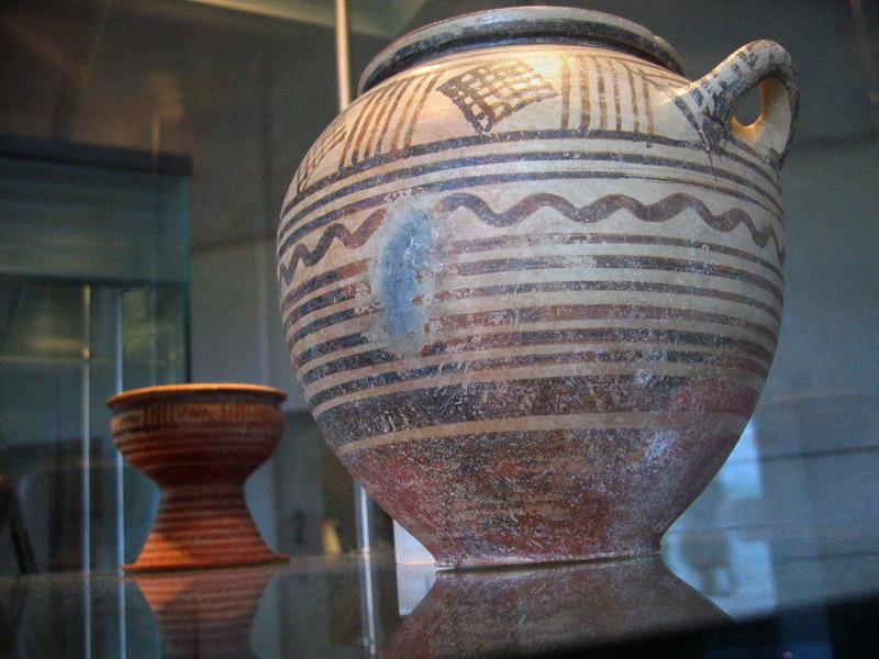 Pitigliano archeological museum,  Items under glass
