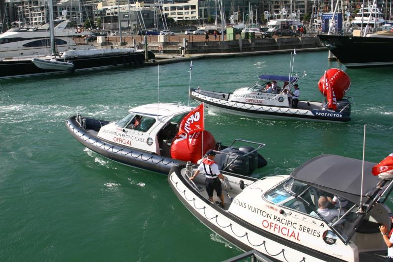 The BMW Oracle support boats are leaving the base