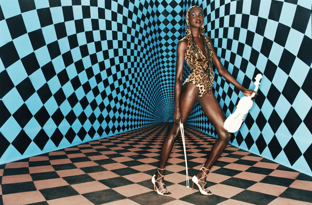 Italian Vogue, Checkerd Room