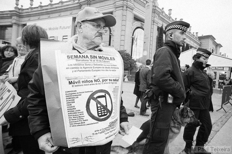 Demonstrating against the placement of radio antennas - the Mobile World Congress 2009 venue