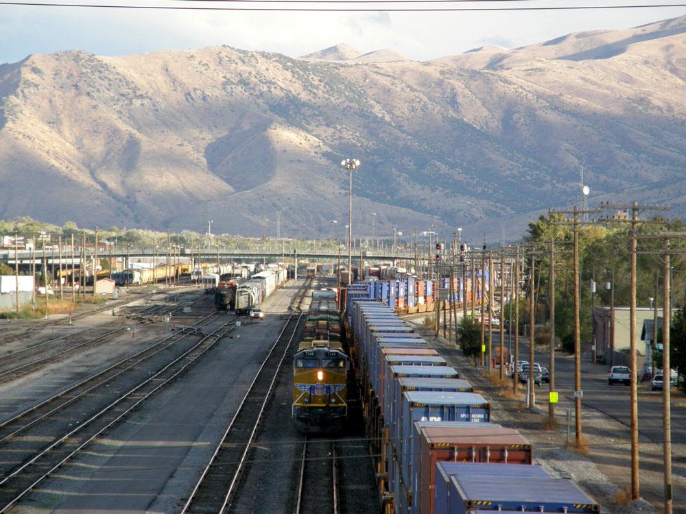 freight trains PA050523.jpg