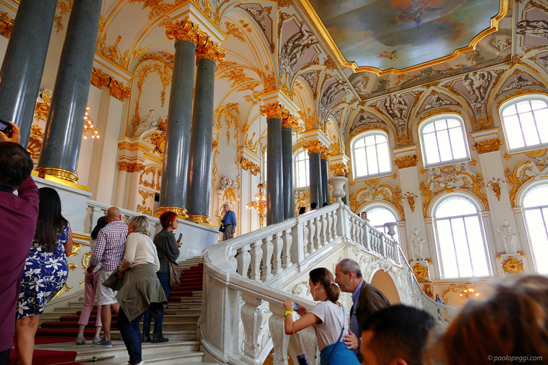 St. Petersburg, lets go to the Hermitage: and....yes all what you see is pure GOLD!