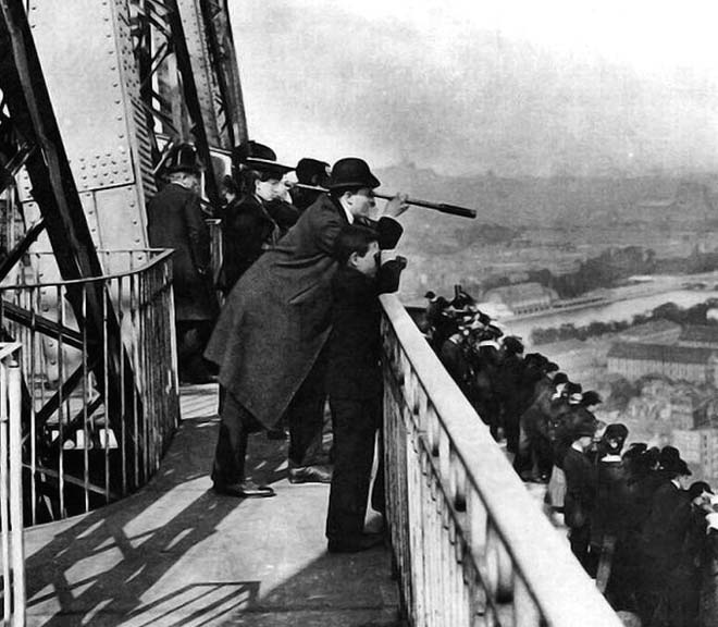 1889 - Viewing from the Eiffel Tower